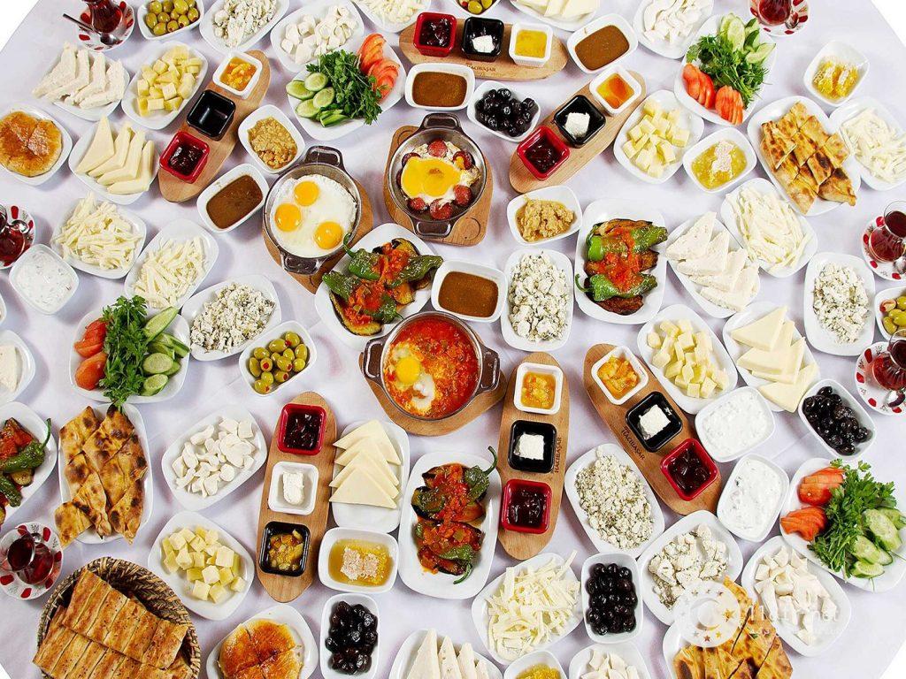 ۱۰ مورد از خوشمزه ترین صبحانه های ترکیه 1