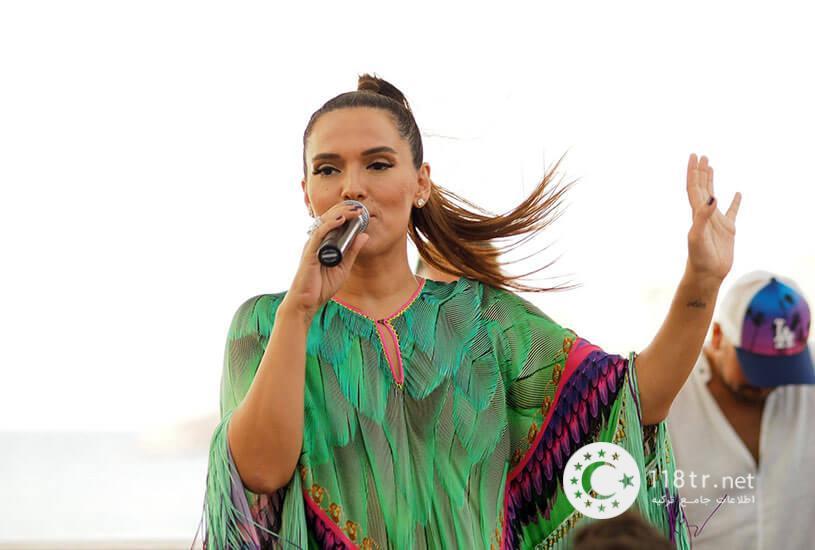 دمت آکالین خواننده مشهور ترکیه 1