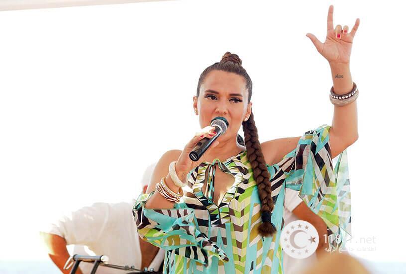 دمت آکالین خواننده مشهور ترکیه 7